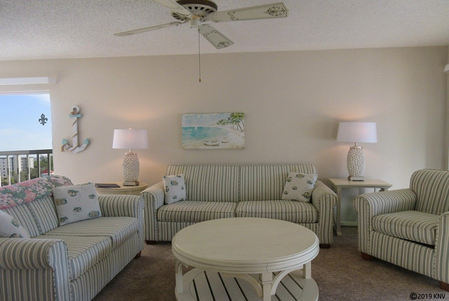 Bright and airy, newly furnished Sand Caper 708